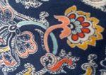 Tissu fond bleu marine, arabesques et cachemires sepia safran bleu ciel et rose