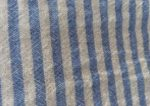 Tissu rayé bleu ciel et blanc en double gaze de coton
